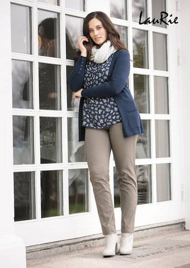 Laurie broeken model Emma in Slim en Regular, zwart, donkerblauw en Taupe