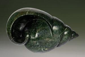 Stenen tuinbeeld uniek dier, Hide in your shell, schelp abstract