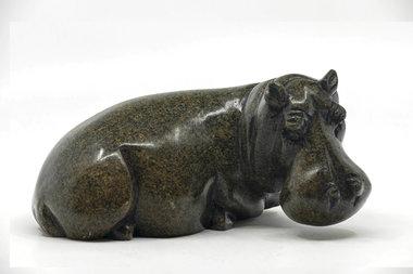 Stenen beeld nijlpaard liggend 1 dier, 10 cm hoog, zwart