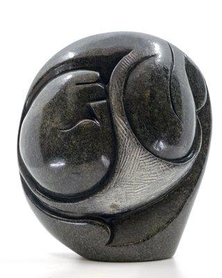 Stenen beeld embryo glad 1 persoon, 22 cm hoog, groen