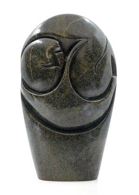 Stenen beeld embryo glad 1 persoon, 27 cm hoog, groen