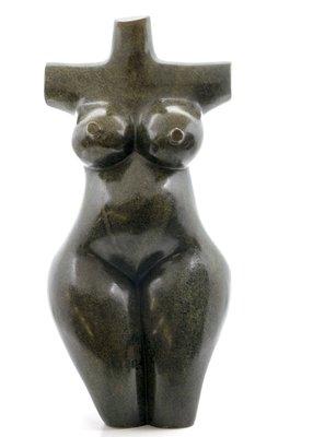 Stenen beeld torso knielend 1 persoon, 35 cm hoog, groen
