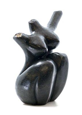 Stenen beeld torso knielend 1 persoon, 19 cm hoog, zwart