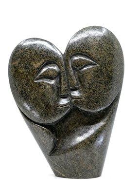 Stenen beeld heart lover 2 personen, 19 cm hoog, groen