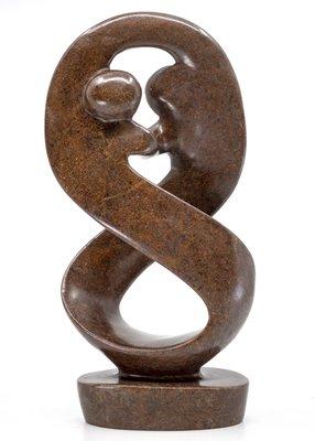 Stenen beeld twisted familie lover twee personen 26 cm hoog, bruin