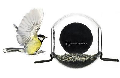 Bird Feeder Born in Sweden voederbol raam