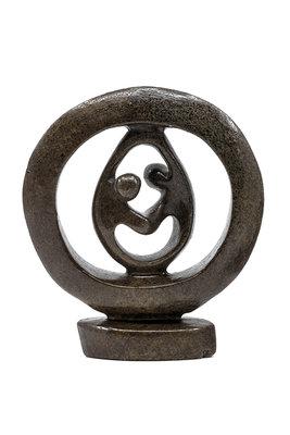 Stenen beeld ring liefdespaar relatie, gezin, familie twee personen 17 cm hoog, bruin
