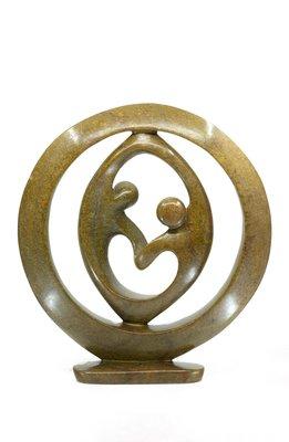 Stenen beeld ring liefdespaar relatie, gezin, familie twee personen 48 cm hoog, bruin