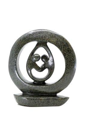Stenen beeld ring liefdespaar relatie, familie, echtpaar twee personen 16 cm hoog, groen