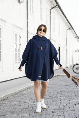 Blaest Poncho model Bergen blauw