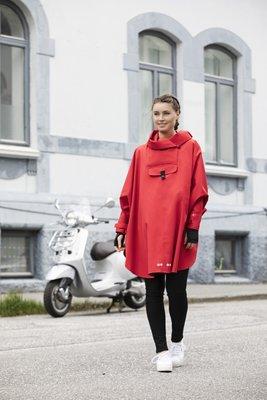 Blaest Poncho model Bergen rood