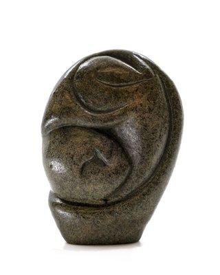 Stenen beeld embryo glad 1 persoon, 9 cm hoog, bruin