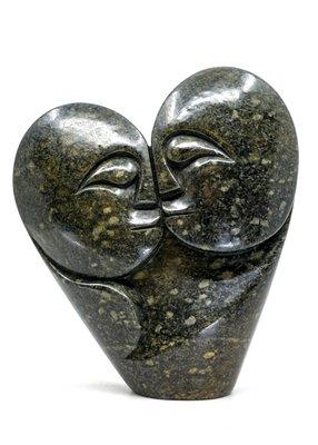 Stenen beeld heart lover 2 personen, 20 cm hoog, groen