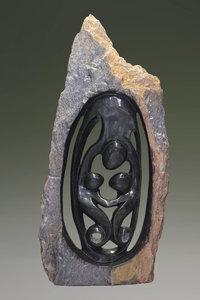 Stenen tuinbeeld uniek, Lover met ruwe steen, ouder en 2 kinderen, 3 personen